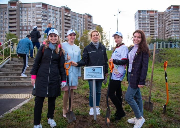 Волонтеры и ГК «Росатом» вместе благоустроили Волжскую набережную